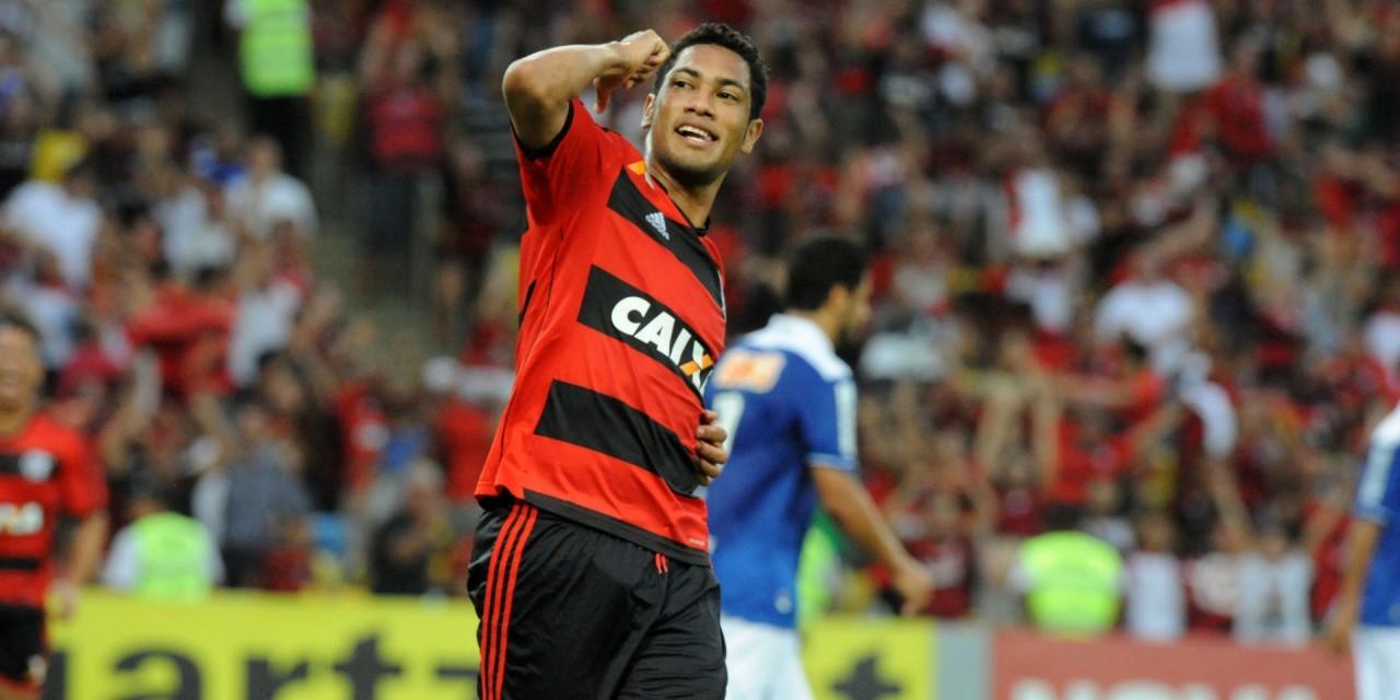 Ex-Flamengo, Brocador tem 30 gols a mais que Cano na carreira