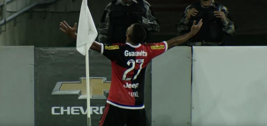 Flamengo vence o Avaí em Natal e se aproxima do G4