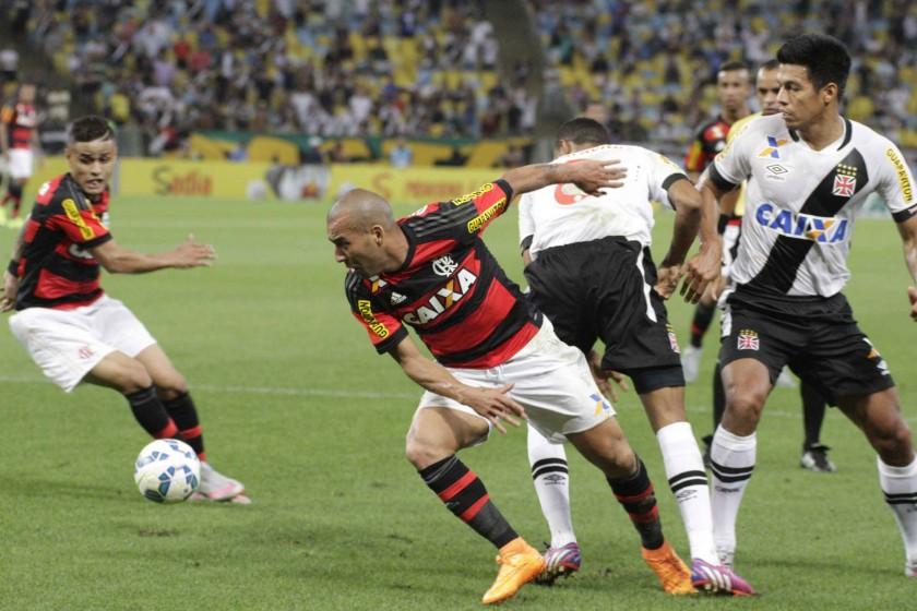 Após goleada, Flamengo volta a campo em clássico contra o Vasco