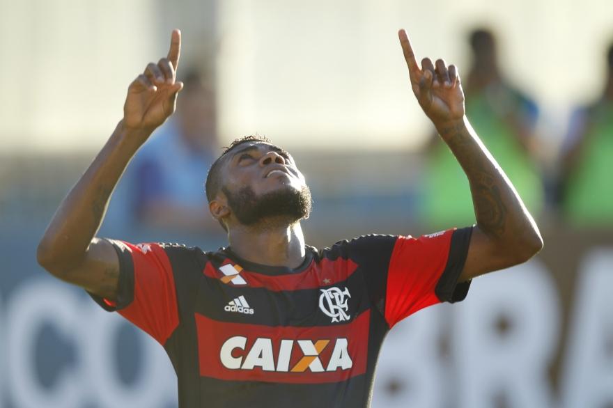 Flamengo vence e garante vaga na semifinal do Carioca