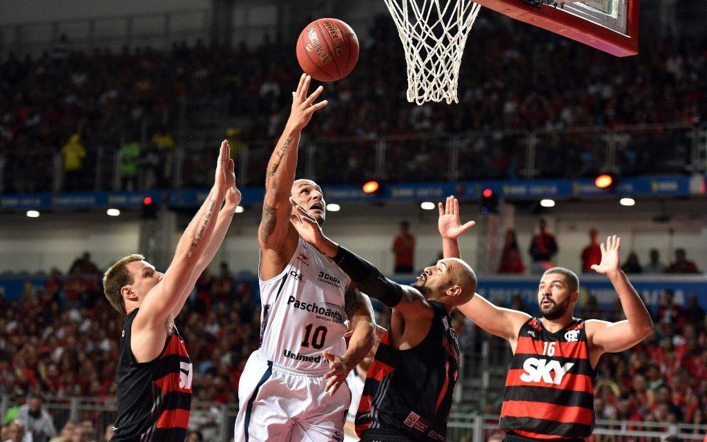 Flamengo erra muito e perde jogo 2 da série final do NBB