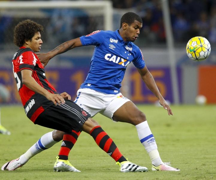 Atuações: Vaz repete boa partida e Réver estreia com gol decisivo