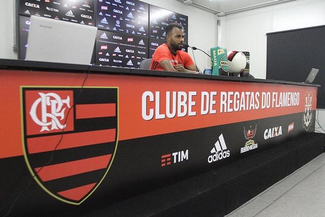 Fernandinho destaca apoio da torcida e a importância de somar pontos mesmo fora do Rio