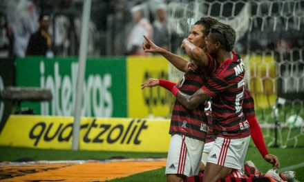 Flamengo vira algoz do Corinthians na Arena e empata histórico dos confrontos