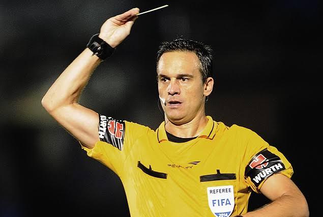 Árbitro de quarta, Patricio Loustau apitou dois jogos do Flamengo nesta Libertadores; relembre as polêmicas