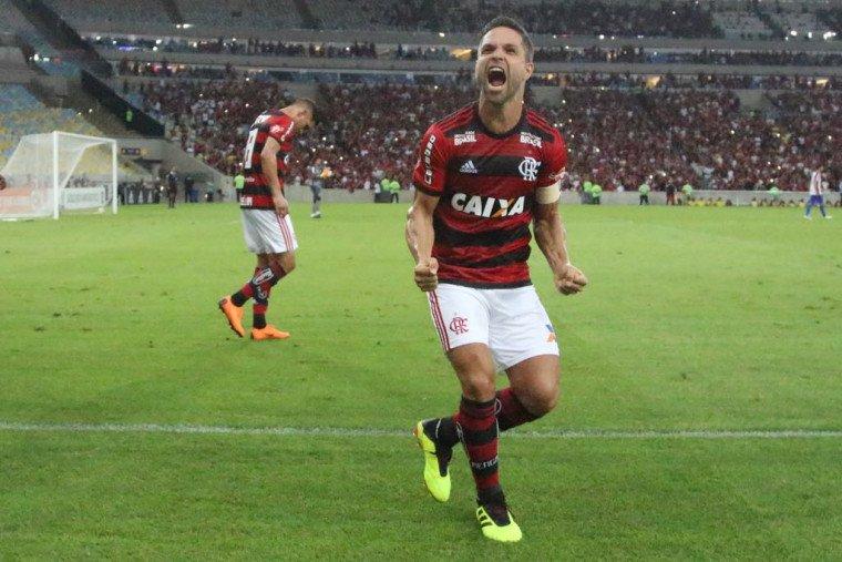 Arão na batida escancara dificuldade do Fla; mais de um ano sem gol de falta