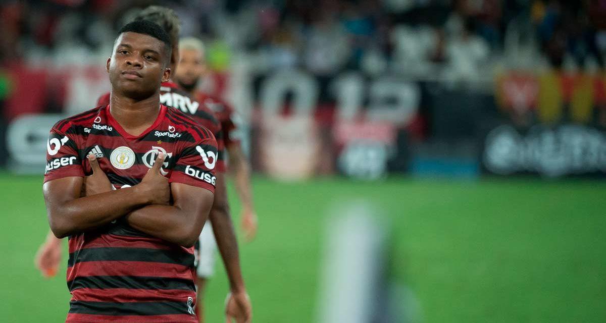 Domènec deseja utilizar Lincoln e Flamengo rejeita propostas pelo atleta