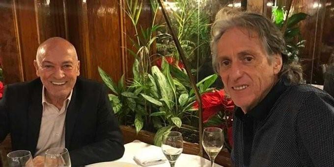 Imprensa portuguesa flagra Jesus almoçando com novo técnico do Santos