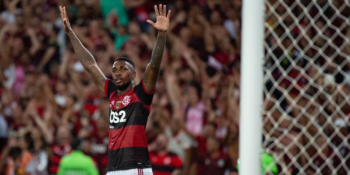 Com quatro títulos conquistados, Gérson completa um ano no Flamengo
