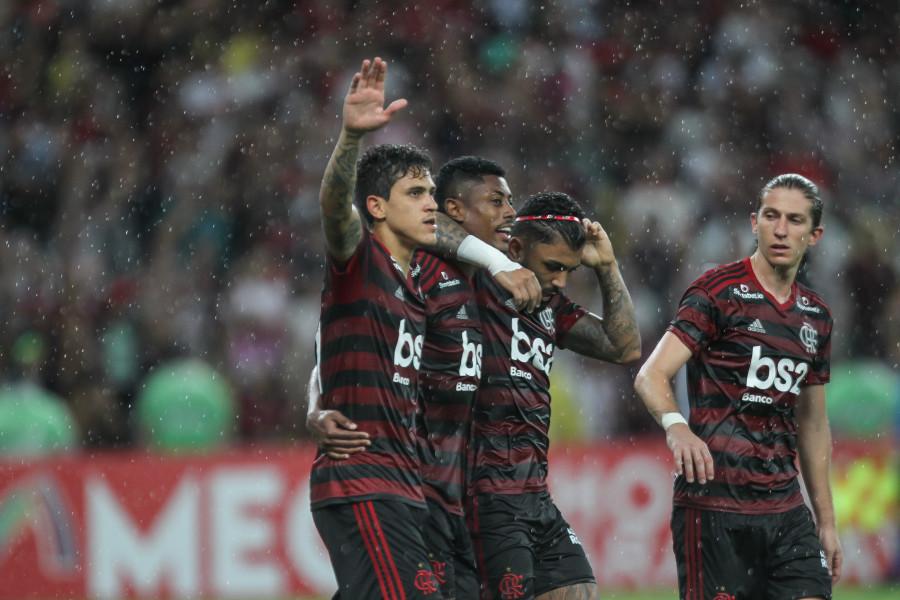 Flamengo começa 2020 como terminou 2019: virando jogos