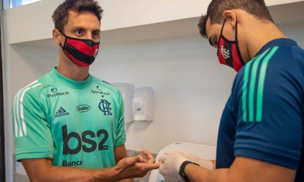 Exame aponta edema no joelho de Rodrigo Caio; metade dos convocados voltaram lesionados