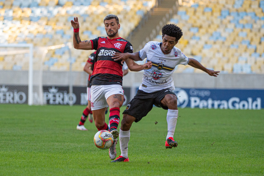 Arrascaeta aponta diferença entre Pedro e Gabigol no Flamengo
