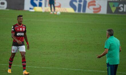 Mal fisicamente, taticamente e tecnicamente. É hora do Flamengo recomeçar
