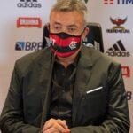 Domènec Torrent elogia Hugo Neneca, porém alerta: 'Todos vão poder jogar'