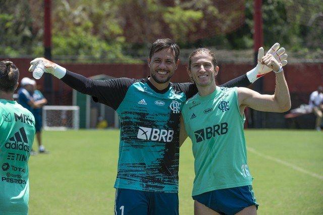 Diego Alves é reintegrado ao elenco e Lázaro participa de treino
