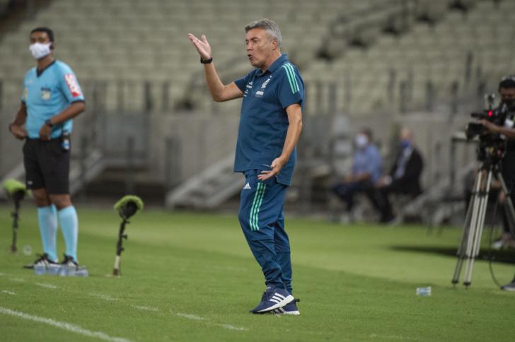 Após a quinta vitória seguida, Domènec alerta rivais: 'O espírito do Flamengo voltou'