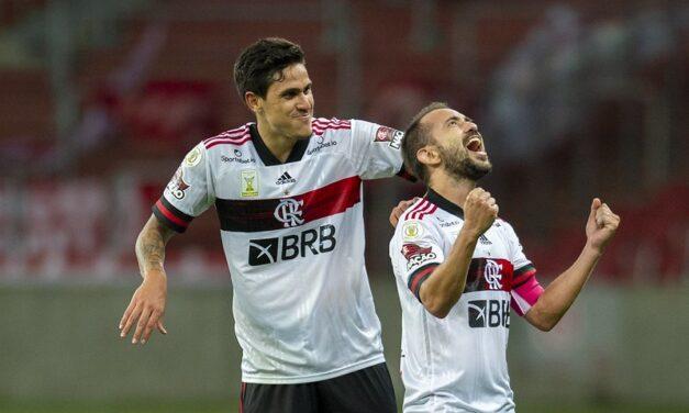 Outubro vermelho e preto: Flamengo passa invicto por maratona de jogos