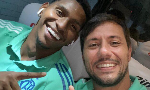 Diego Alves elogia e Hugo responde: 'Aprendi te vendo pegar pênalti'