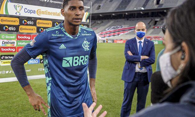 Hugo Souza sobre críticas por jogo com os pés: 'Não posso ficar marcado'