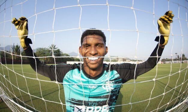 Flamengo e Hugo Neneca se aproximam de renovação de contrato e aumento de multa