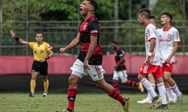 Flamengo goleia o Internacional e assume liderança no Brasileirão Sub-17