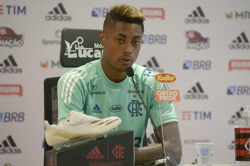 Durante coletiva de imprensa, Bruno Henrique analisou a derrota para o Fluminense e destacou a falta que a torcida faz para o time dentro de campo