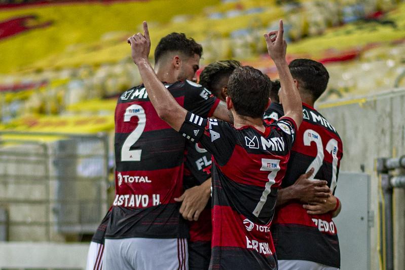 Confira as narrações de alguns locutores esportivos durante a vitória do Flamengo em cima do Vasco no Maracanã nesta última quinta-feira, 4