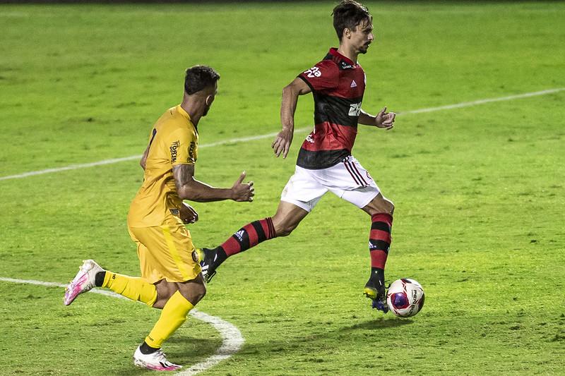 Rodrigo Caio estreia na temporada pelo Flamengo