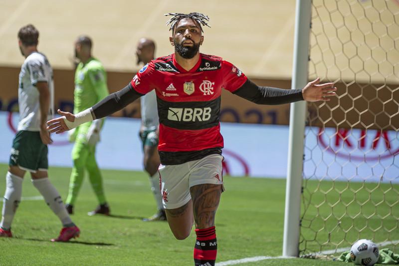 Gabigol se torna o maior artilheiro do Flamengo ao marcar contra o Palmeiras na Supercopa