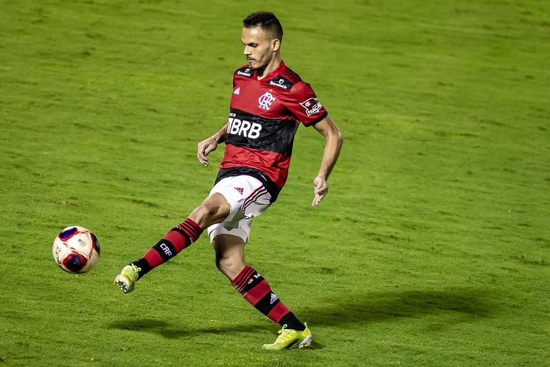 Renê pode desfalcar o Flamengo contra o Volta Redonda pelo Carioca