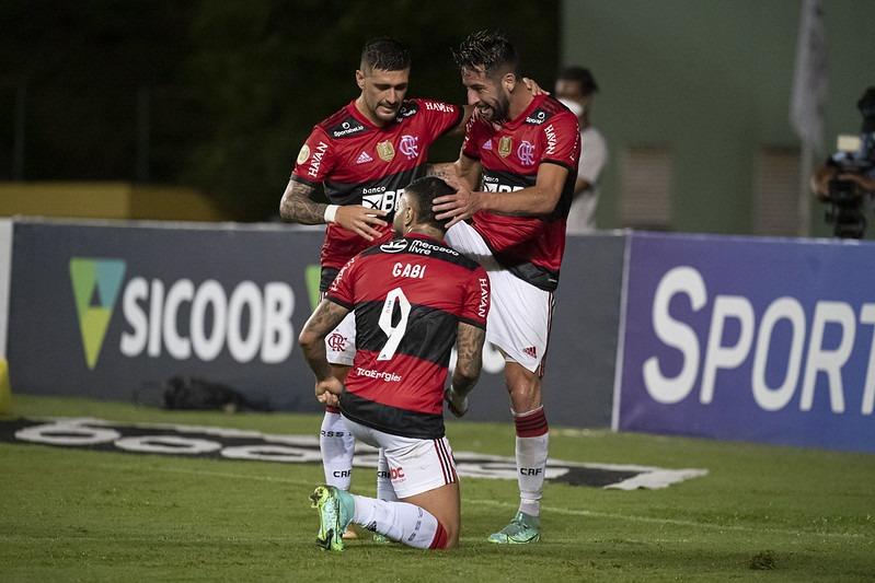 Com Flamengo na lista, comentarista vê três equipes candidatas ao título do Brasileirão